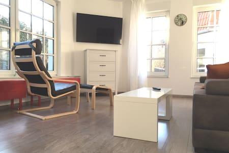 FRISCH MÖBLIERTE WOHNUNG EICHSFELD - Großbodungen - Apartamento