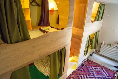Capsule bedroom in Shantihome - İzmir - Dorm