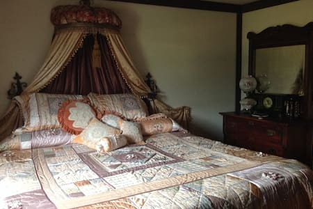 Victorian Room - Arlington - Bed & Breakfast