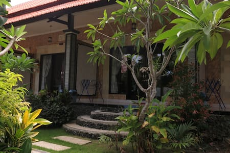 Room type: Private room Bed type: Pull-out Sofa Property type: Bed & Breakfast Accommodates: 2 Bedrooms: 1 Bathrooms: 1