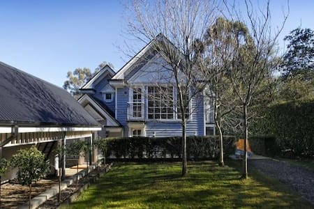 Picture perfect Cape Cod home - Mount Macedon - Hus