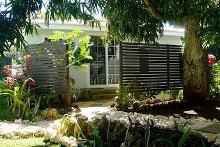 Leafy quiet cottage