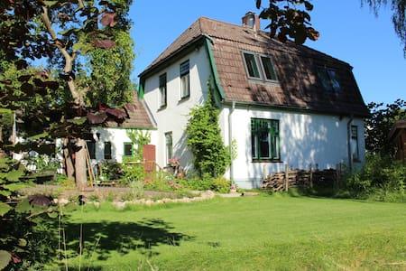 charmantes, altes Haus am See - Preetz - Ev