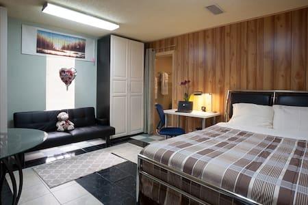 Austin Zen Stay / Home Office 12