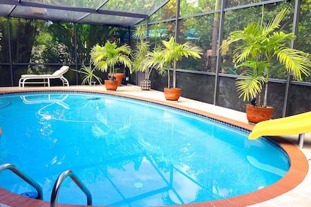 ROOM & POOL! - 5 Mins from Airport! - Miami Springs