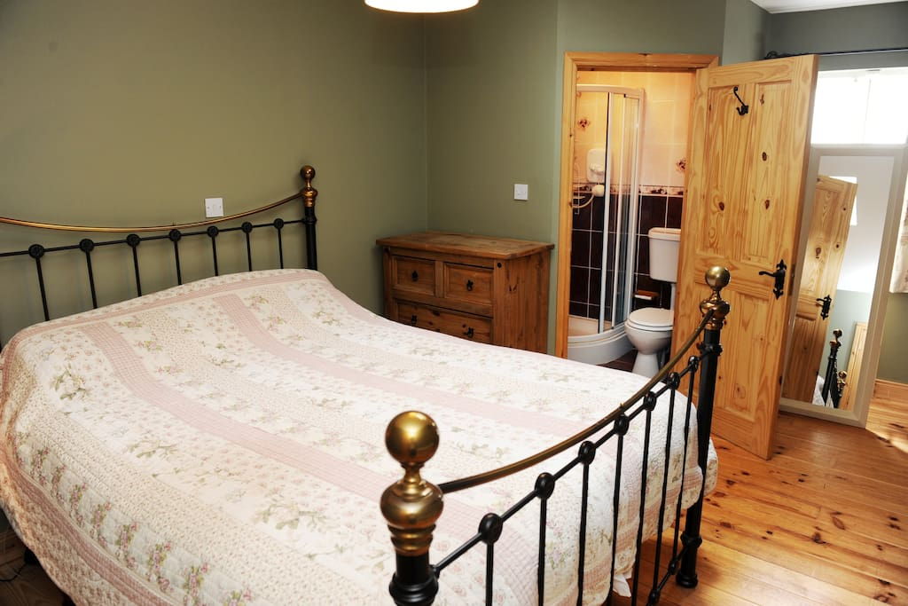 LUXURIOUS DOUBLE BED WITH EN SUITE