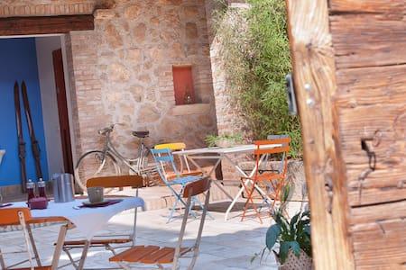 Quiet and elegant apartment with inner court - Limone di Gavardo