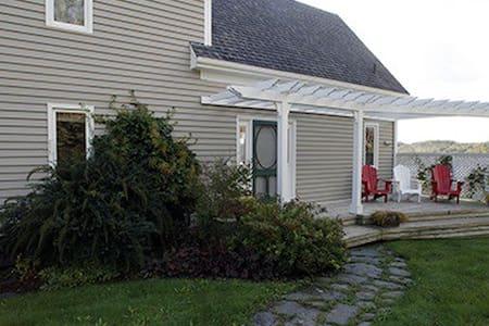 Stunning 4 bedroom, 3 bathroom oceanfront home - Ház