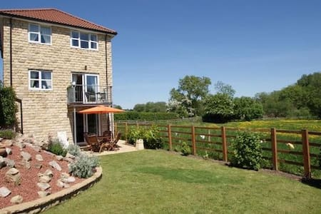 Idyllic detached country home - House