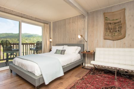 Our sweet and cozy studio cottage comfortably fits two and is perfect for a romantic wine country river getaway.  It is convenient to all that Guerneville and wine country have to offer but so peaceful and comfortable that you may not want to leave.