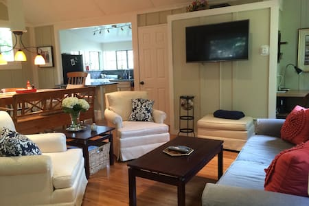 Creekside 2BD/2BA Walk to Downtown