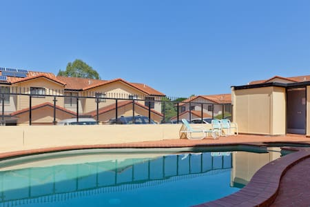 Inner city,wifi,pool,cozy house - Mount Gravatt East - House