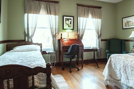 S. Jackson Inn - Queen & Twin - Harrisonburg - Bed & Breakfast