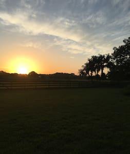 Private retreat on 13 acre farm estate - Haus