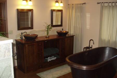 $99 NT SEPT BEAUTIFUL 1 BEDROOM NEAR BEST BEACHES - Haus