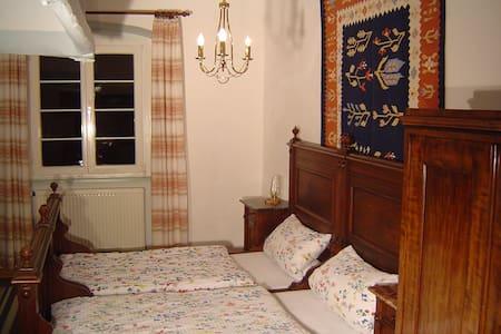 Alte Burgküche als Doppelzimmer - Bühlertann