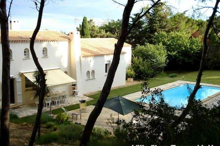 VILLA en pinède avec piscine TENNIS - Béziers - Villa