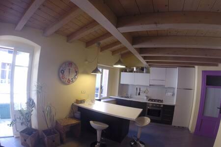 Modern flat in old town Malcesine - Malcesine - Appartamento