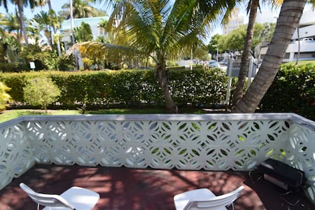 Charm 2BR/2BA at 5min to the beach