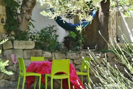 CHARMING PLACE  10' FROM AVIGNON