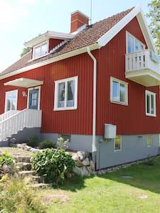 Stemningsfuldt feriehus i Småland - Virserum