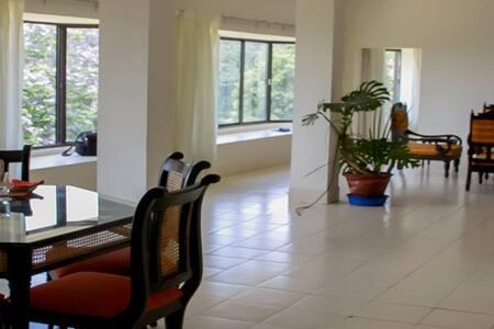 Camellia Heights Apartment 2 - Oda + Kahvaltı