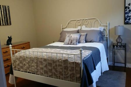 Room near uptown Fredericton - Fredericton - Casa