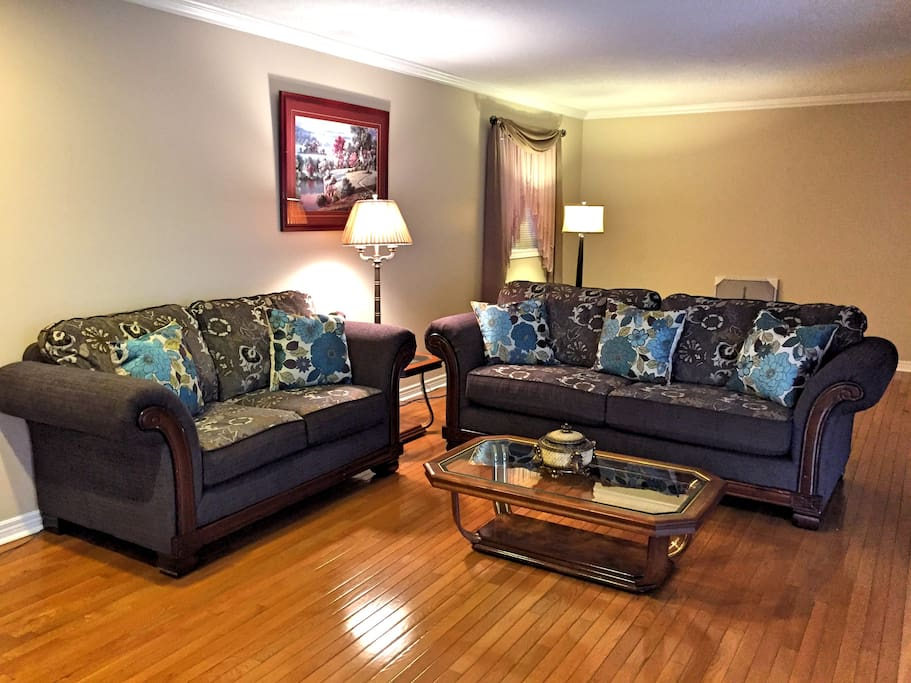 Master Bedroom In A Big House 2 1 Houses For Rent In Mississauga