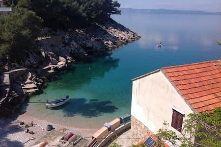 Lovely, tranquil bay of Hvar, red - Byt