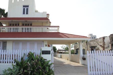 Sea Facing Room - Chennai - Bed & Breakfast