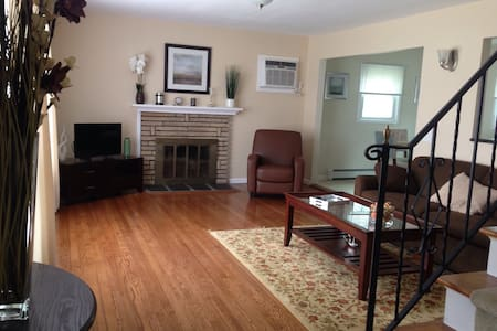 Newley Renovated House - West Babylon