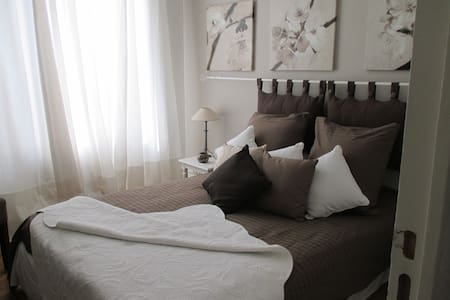 Charming B & B Montfort L'Amaury - Bed & Breakfast