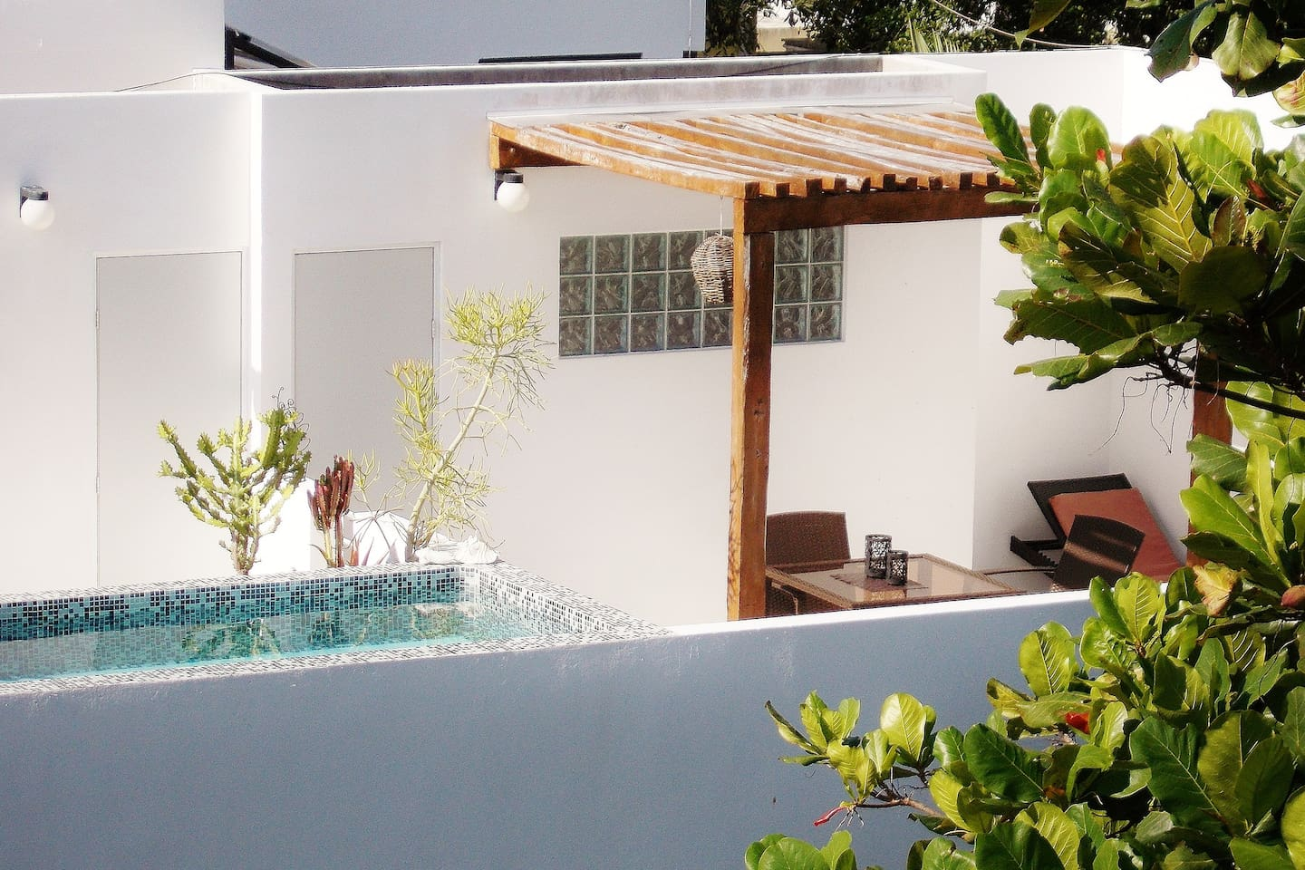 CASA NAA APARTMENTS: Terrace and pool