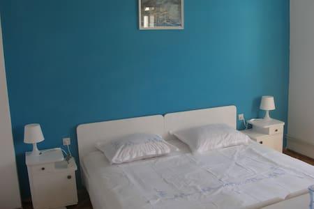 Blue Room in center of Vela Luka - Dům