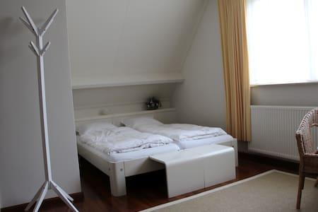 4 p. kamer met eigen  badkamer