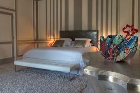 Suite Que Linda, Château du Besset - Bed & Breakfast