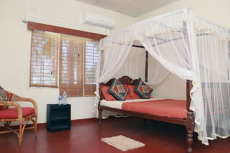 Cosy 2 Bed Roomed Apartment,- AC & WIFI - Colombo - Apartemen