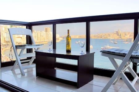 SPECTACULAR Sea & Valletta Views - Flat