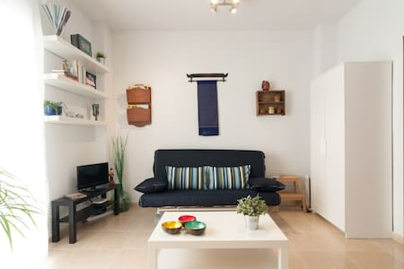 Nice Flat ideally situated Refino Street. The street is a 300 meters from the Plaza de la Merced, 3 steps from the University, in the historical center of Málaga.  Close to the Picasso museum, Thyssen museum and the Calle Larios.