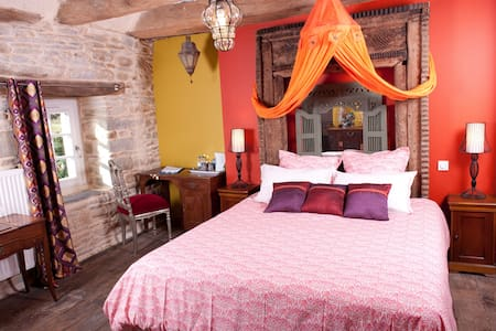 CHAMBRE MORDRED - TAUPONT - Bed & Breakfast