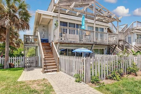 Charming Oceanview Condo across the st from Beach! - Fernandina Beach - Condominium