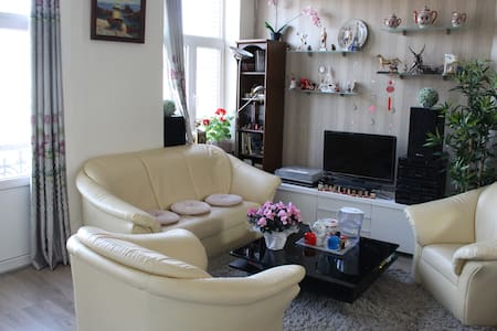 Cosy big room with perfect location - Koekelberg - Apartment