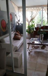 Habitación en amplio departamento con patio. - Apartmen