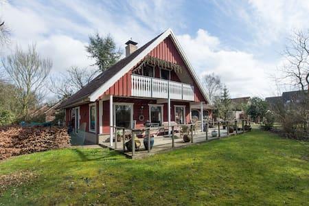 zweedse woning met grote tuin/sauna - Huis
