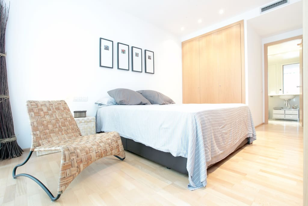 Dormitorio con bańo