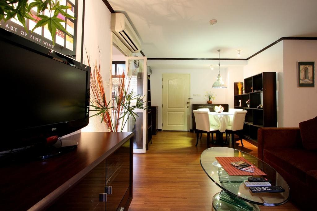 Bangkok CBD 2 Bedroom Apartment