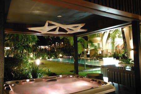 42號烏節路豪華會所,給您一個五星級的家,200平方影院 - 新加坡 - Castle