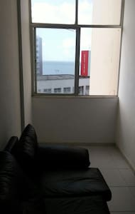 Quarto,  sala,  cozinha e banheiro  - Apartamento