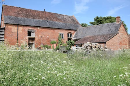 Talton Lodge Barn, with glamping accommodation - Newbold on Stour