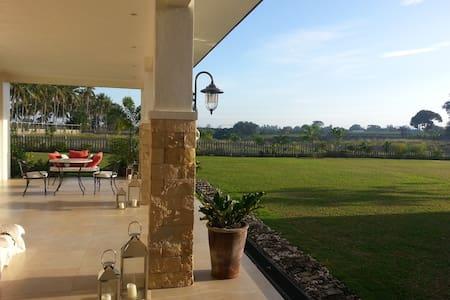 CasaVictoria Hillside Retreat Room1 - Dumaguete